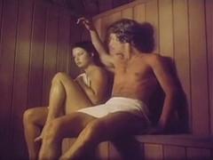 Две  страстные девочки после парилки страстно отдохнули с парнем на массажном столе.