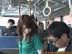 Охреневшие  мужики в автобусе жестко трахают милую школьницу