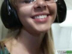Ни  Звука:сексуальная Миниатюрная блондинка подросток Элизабет Наклонилась...