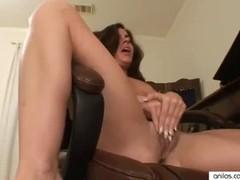 Мамка-Любительница  мастурбирует для порно