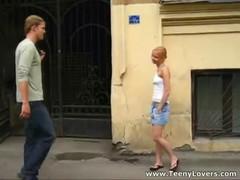 Сексуально  озабоченная девочка плотно знакомится с новым соседом