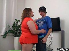 Пацан снял толстушку и трахнул на квартире.