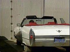 Чудик в гараже установил сексодром развлекатся с красивой грудастой блондинкой Кейтлин Эшли.