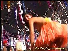 Оргия на карнавале с голыми телками.