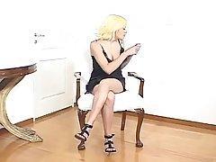 Жадные trannies трахают милую блондинку от своего района и обладают каждой секундой